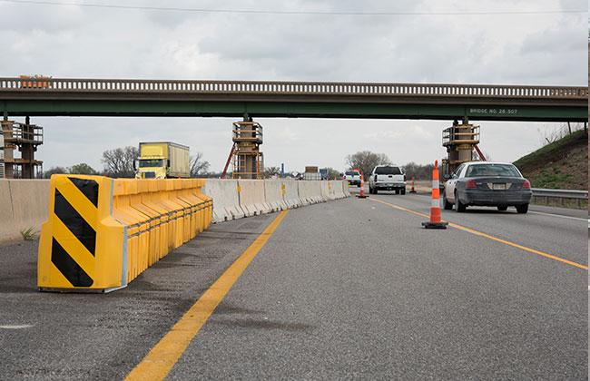 Traffic Control Panels : Highway construction contractors traffic control